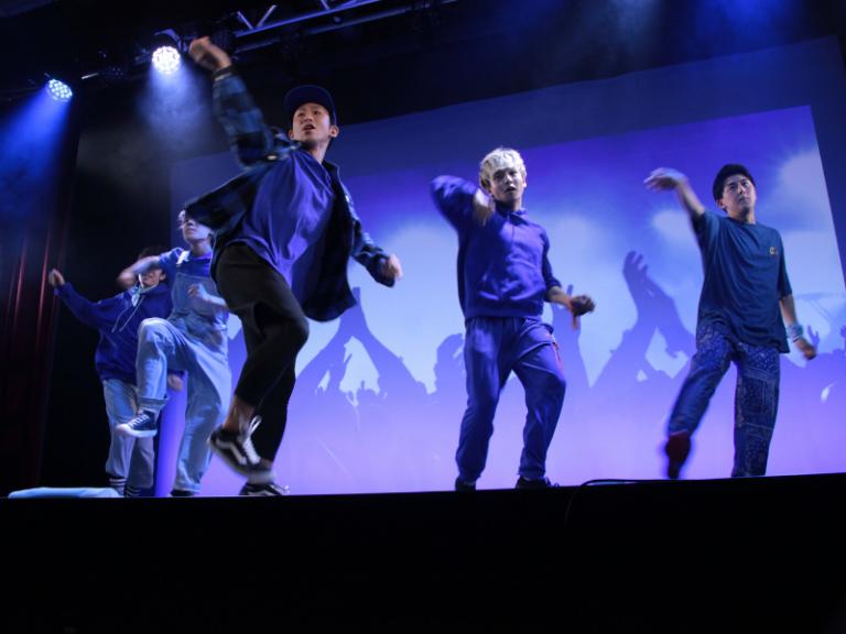 これが本当に吉本坂46の公演? A-NON&SHUHOプロデュース『YOSHIMOTOZAKA DANCE BATTLEEE!!』